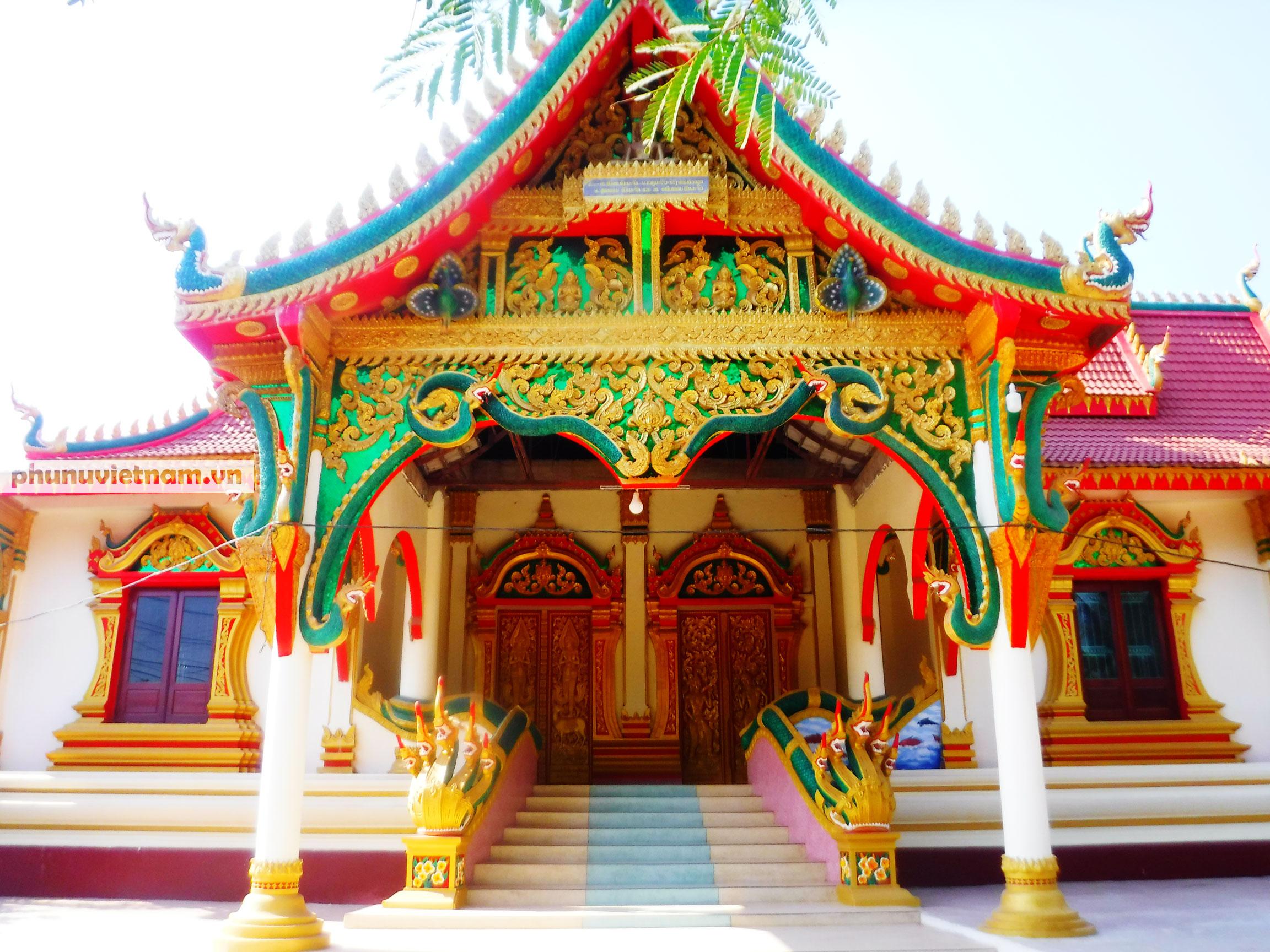 Độc đáo những bức tượng rắn trong các ngôi chùa ở Thủ đô Viêng Chăn - Ảnh 1.