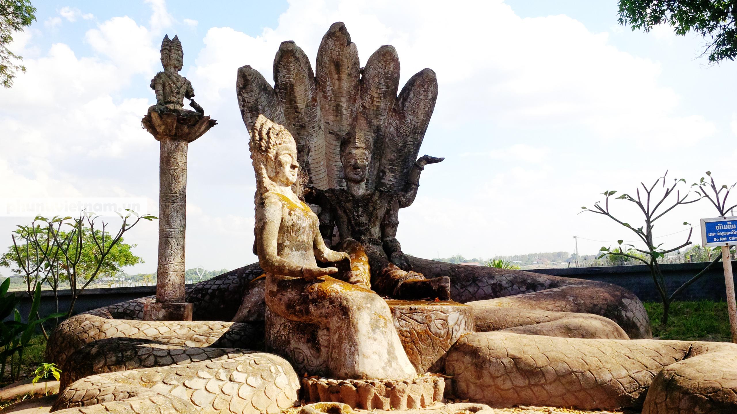 Độc đáo những bức tượng rắn trong các ngôi chùa ở Thủ đô Viêng Chăn - Ảnh 8.