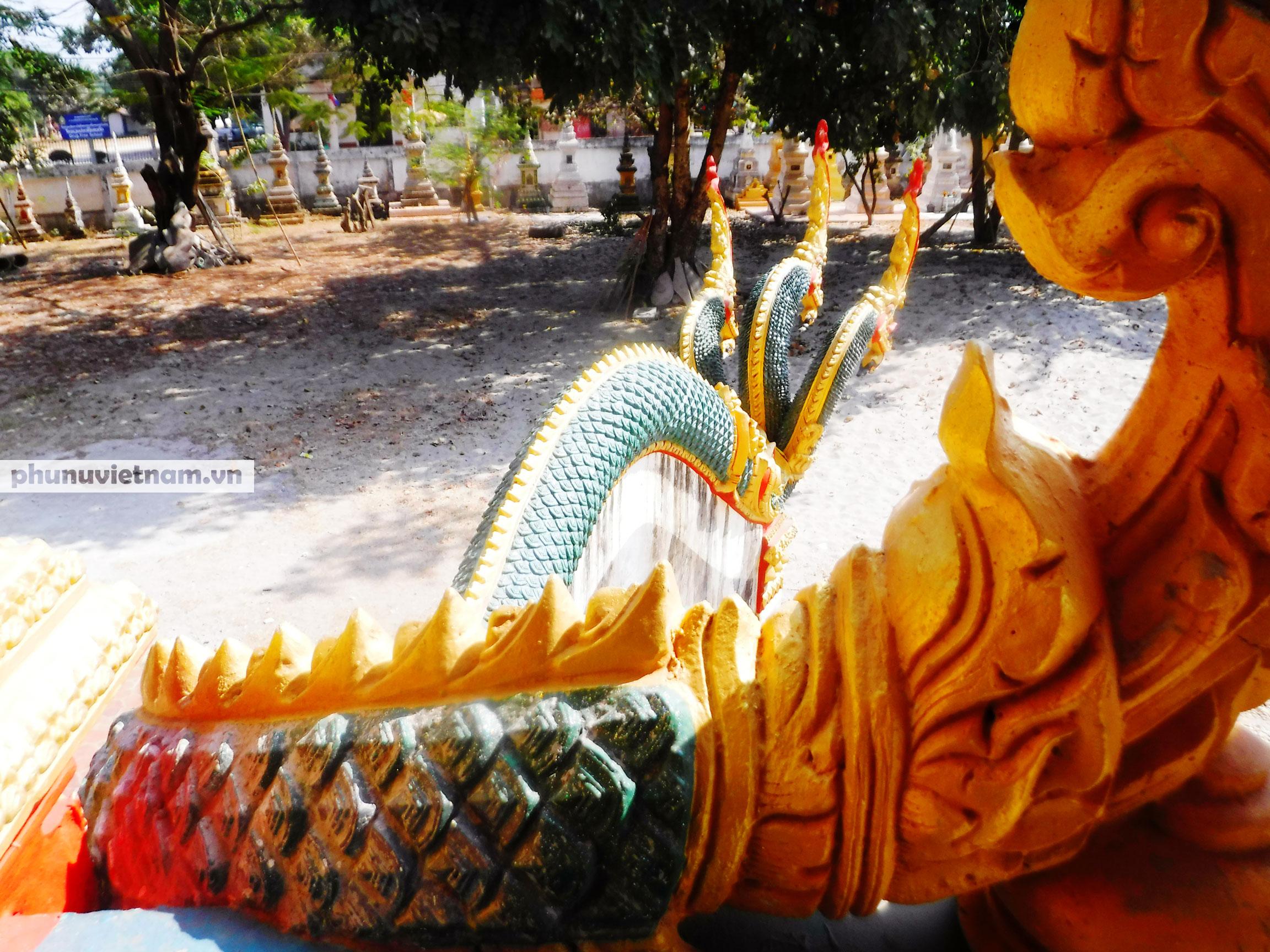Độc đáo những bức tượng rắn trong các ngôi chùa ở Thủ đô Viêng Chăn - Ảnh 9.