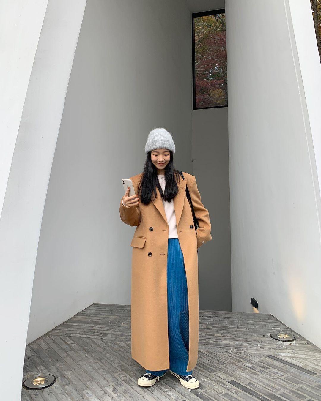 Mùa Đông diện áo khoác dáng dài là ấm nhất nhưng diện sao cho tôn dáng và sành điệu thì phải học 10 gợi ý sau - Ảnh 2.