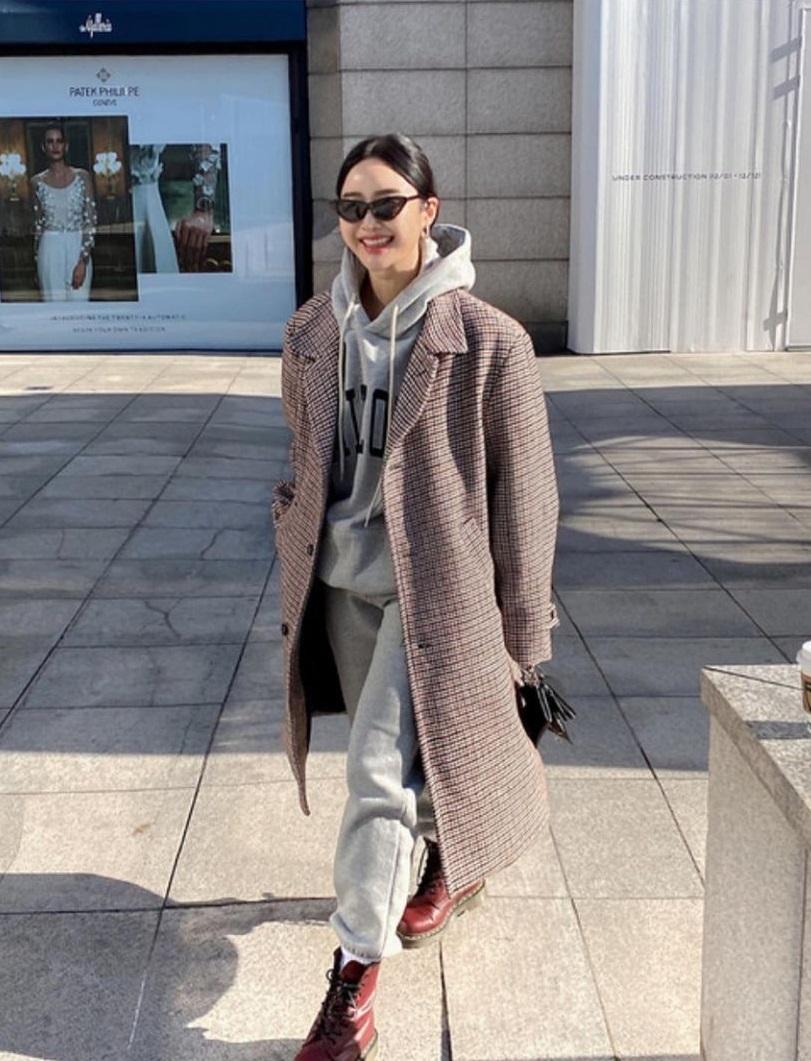Mùa Đông diện áo khoác dáng dài là ấm nhất nhưng diện sao cho tôn dáng và sành điệu thì phải học 10 gợi ý sau - Ảnh 4.