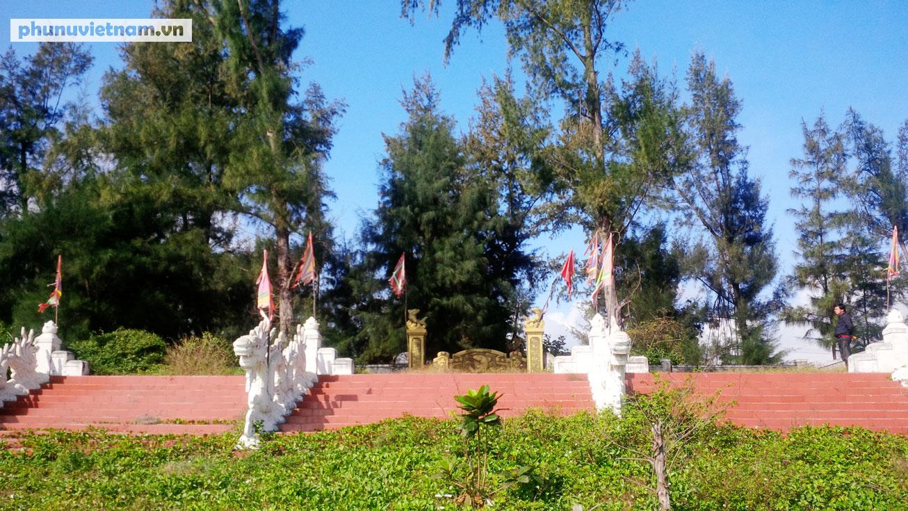 Kỳ lạ về nghĩa địa cá voi của người dân Quảng Bình - Ảnh 1.