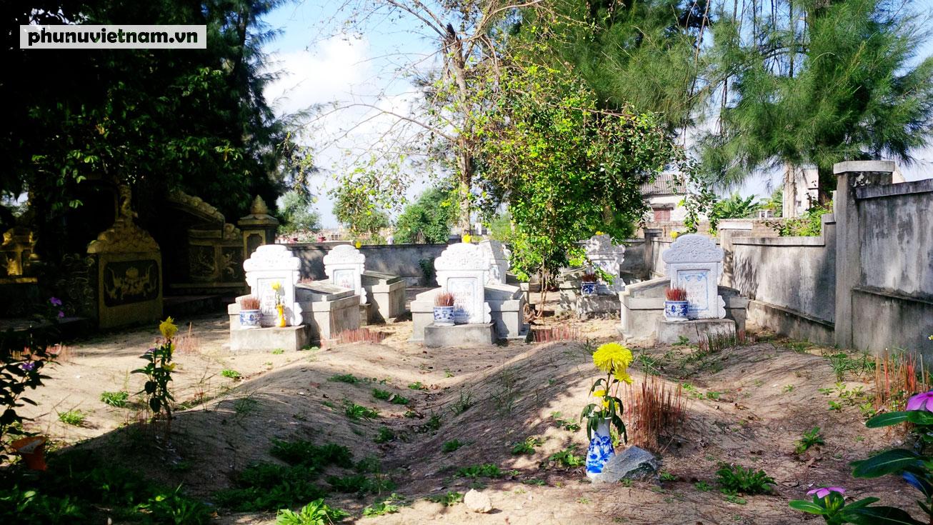 Kỳ lạ về nghĩa địa cá voi của người dân Quảng Bình - Ảnh 2.