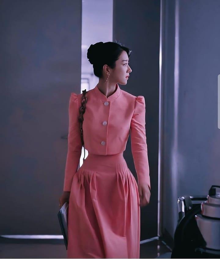 Mix & Phối - Váy siết eo cao vút mà Seo Ye Ji mặc trong 'Điên Thì Có Sao' trở thành chuẩn mực khoe dáng của sao Hàn - chanvaydep.net 1