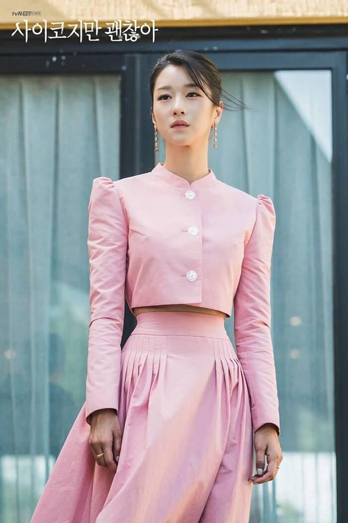 Mix & Phối - Váy siết eo cao vút mà Seo Ye Ji mặc trong 'Điên Thì Có Sao' trở thành chuẩn mực khoe dáng của sao Hàn - chanvaydep.net 2