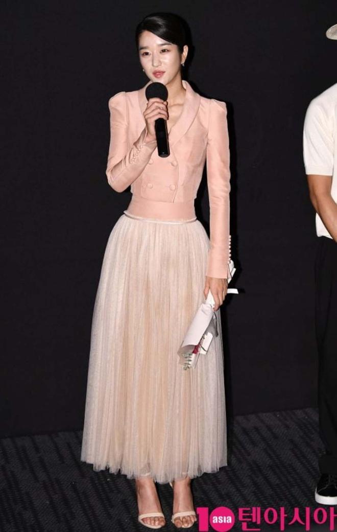 Mix & Phối - Váy siết eo cao vút mà Seo Ye Ji mặc trong 'Điên Thì Có Sao' trở thành chuẩn mực khoe dáng của sao Hàn - chanvaydep.net 4