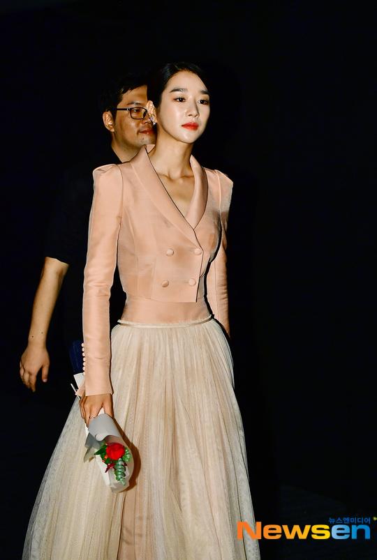 Mix & Phối - Váy siết eo cao vút mà Seo Ye Ji mặc trong 'Điên Thì Có Sao' trở thành chuẩn mực khoe dáng của sao Hàn - chanvaydep.net 3