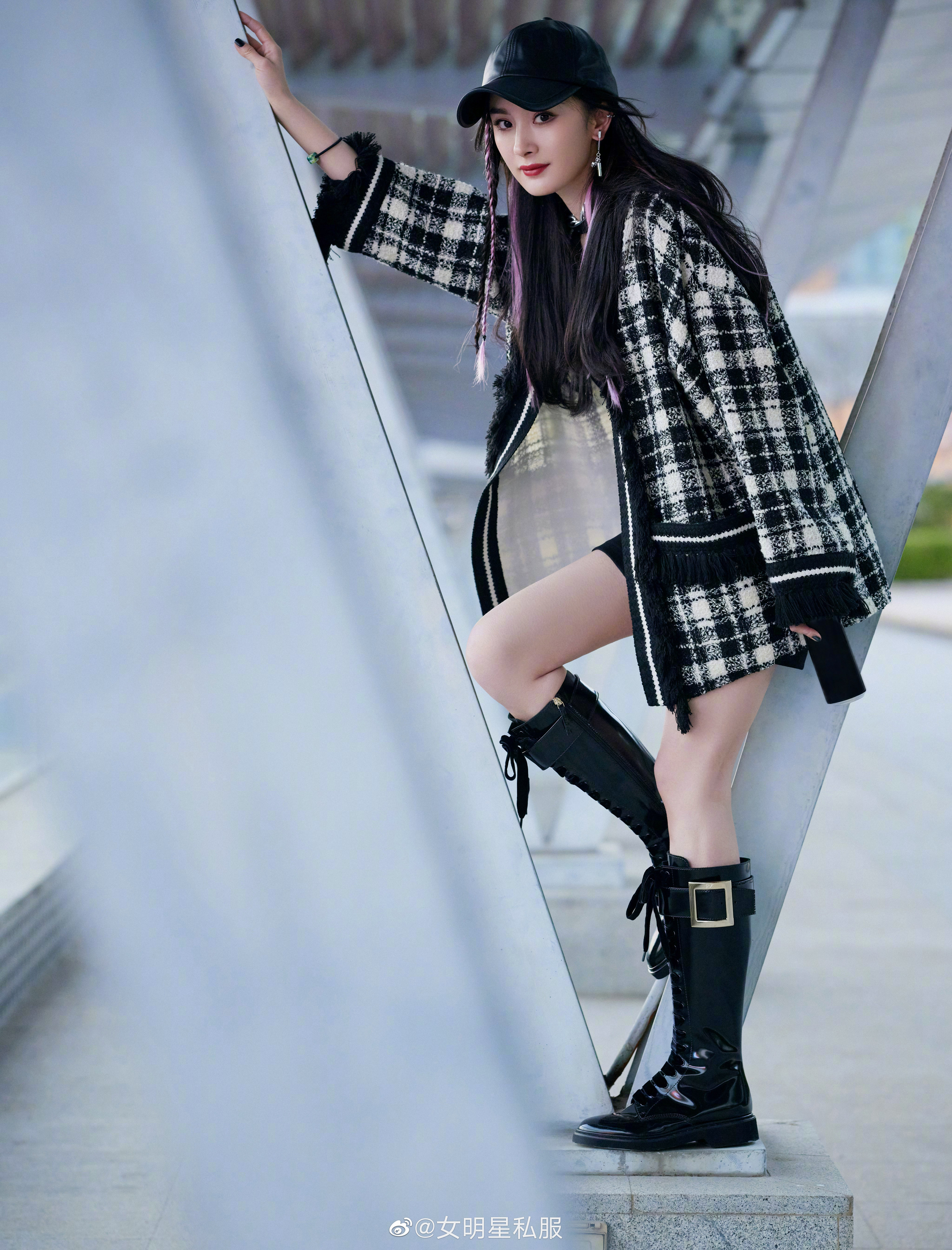 """Nhờ cao tay chỉnh váy mà Dương Mịch khoe được đôi chân """"cực phẩm"""", còn hack tuổi trẻ trung đến gái 20 cũng ghen tị - Ảnh 3."""