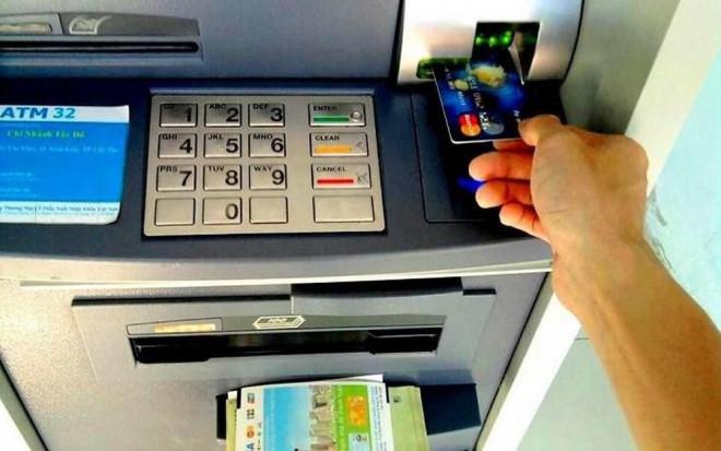 Những điều cần lưu ý khi giao dịch ngân hàng dịp cuối năm - Ảnh 2.