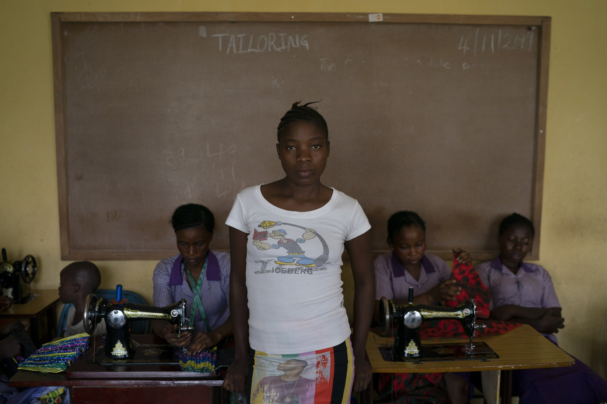 Hy sinh trẻ em gái đổi lấy kinh tế trong tình cảnh ngặt nghèo của đại dịch - Ảnh 12.