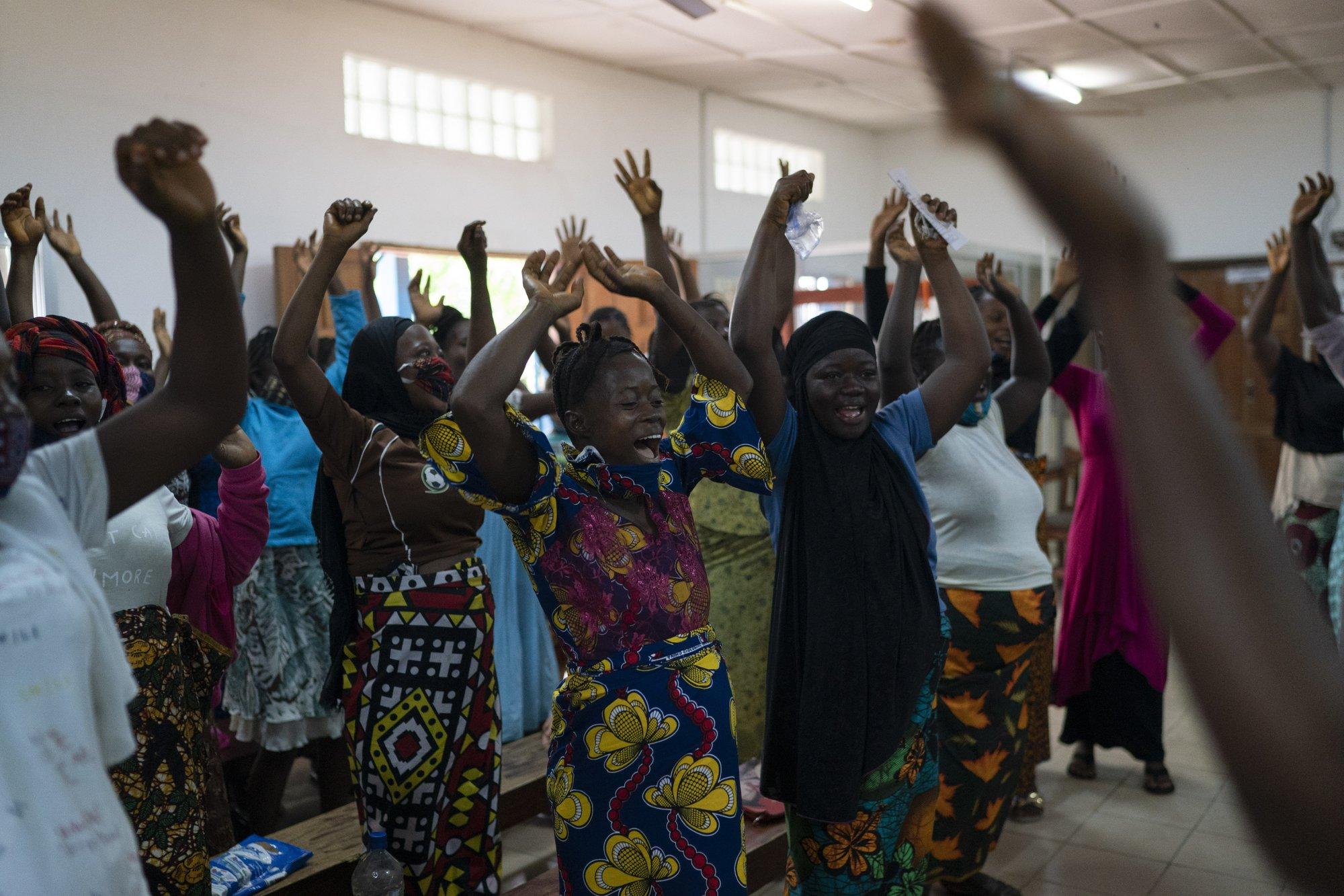 Hy sinh trẻ em gái đổi lấy kinh tế trong tình cảnh ngặt nghèo của đại dịch - Ảnh 6.