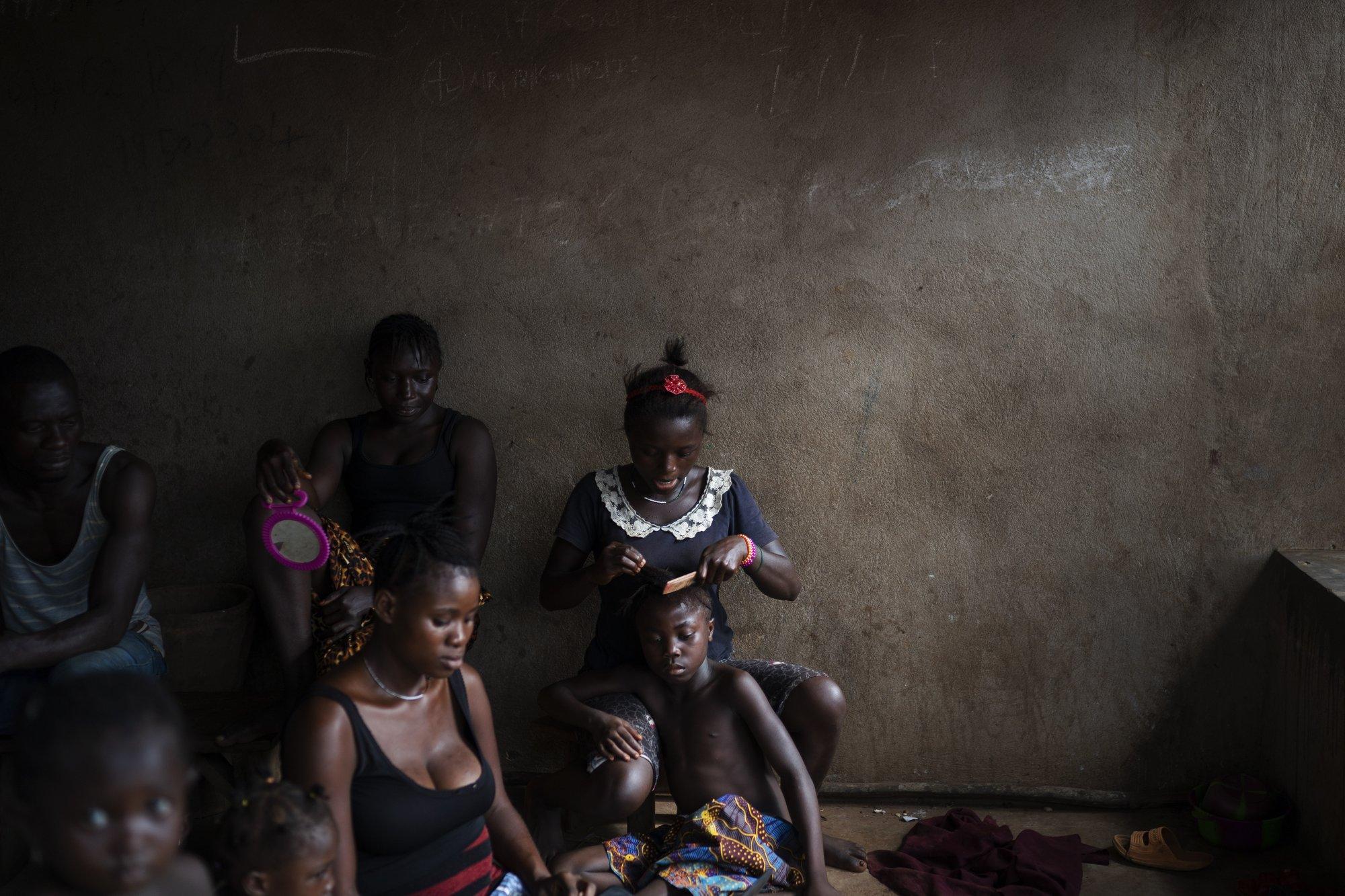 Hy sinh trẻ em gái đổi lấy kinh tế trong tình cảnh ngặt nghèo của đại dịch - Ảnh 9.