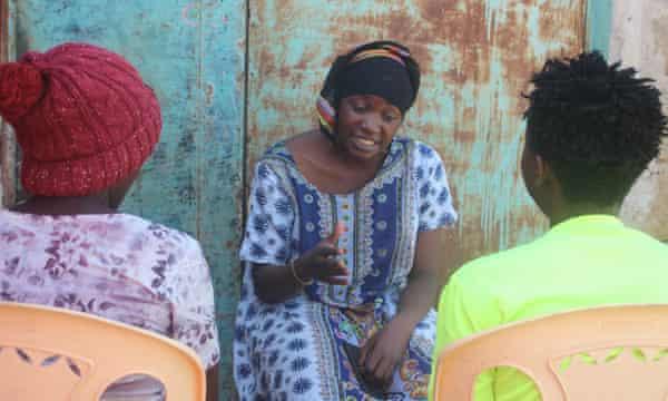 """""""Bóng tối đại dịch"""" của những bé gái mang thai ở Kenya - Ảnh 2."""