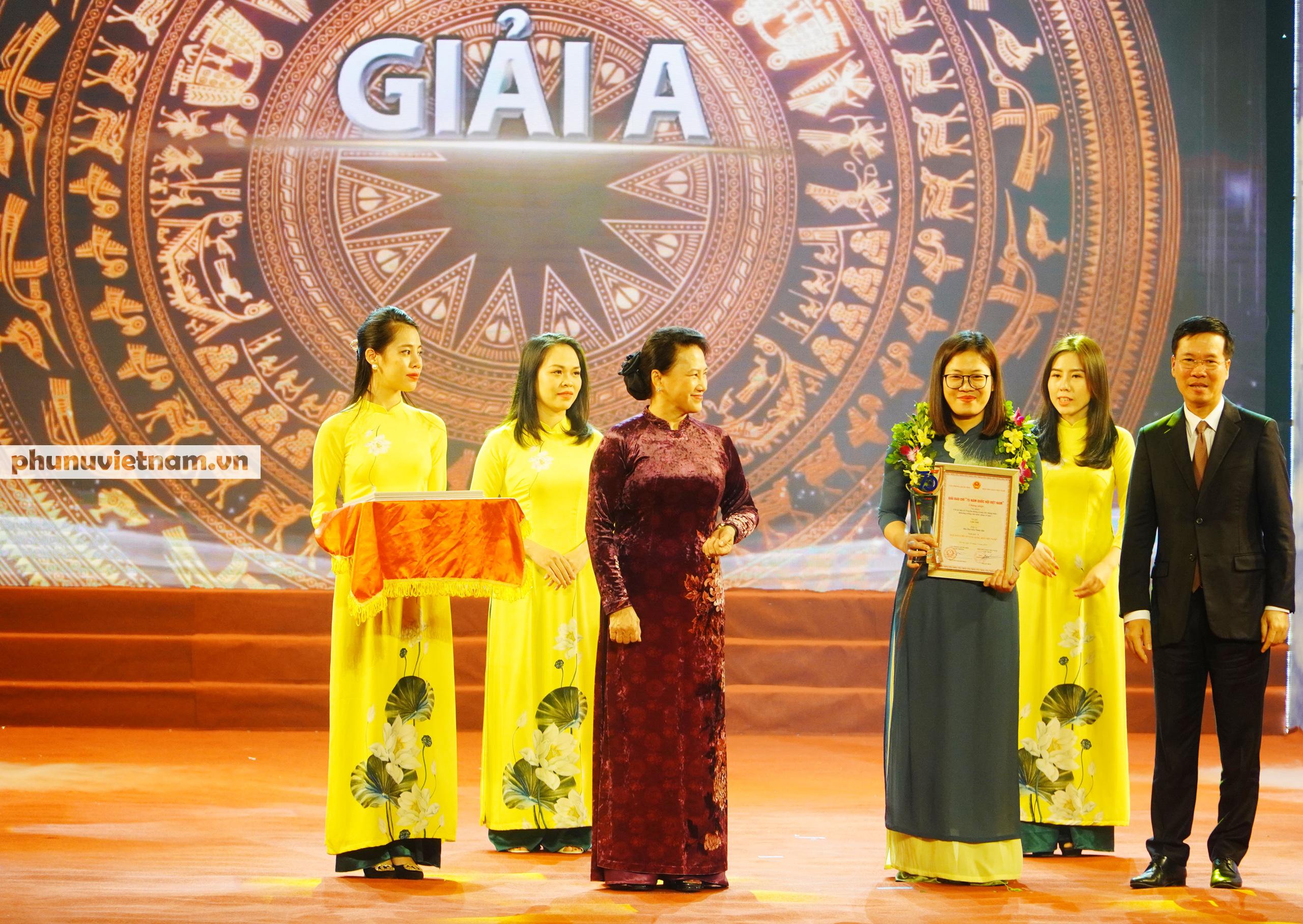 """Báo Phụ nữ Việt Nam đạt Giải C Giải Báo chí """"75 năm Quốc hội Việt Nam"""" - Ảnh 4."""