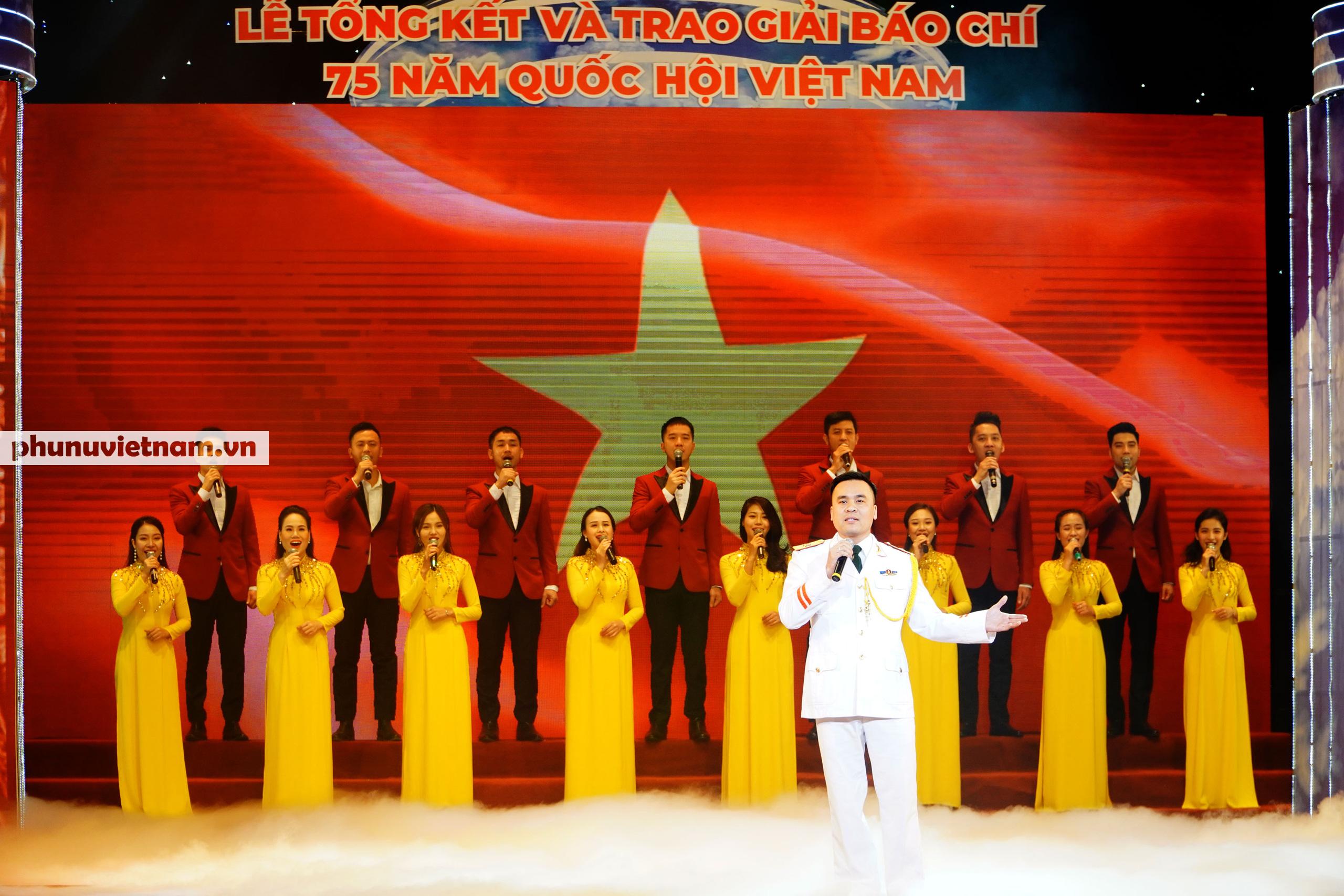 """Báo Phụ nữ Việt Nam đạt Giải C Giải Báo chí """"75 năm Quốc hội Việt Nam"""" - Ảnh 8."""
