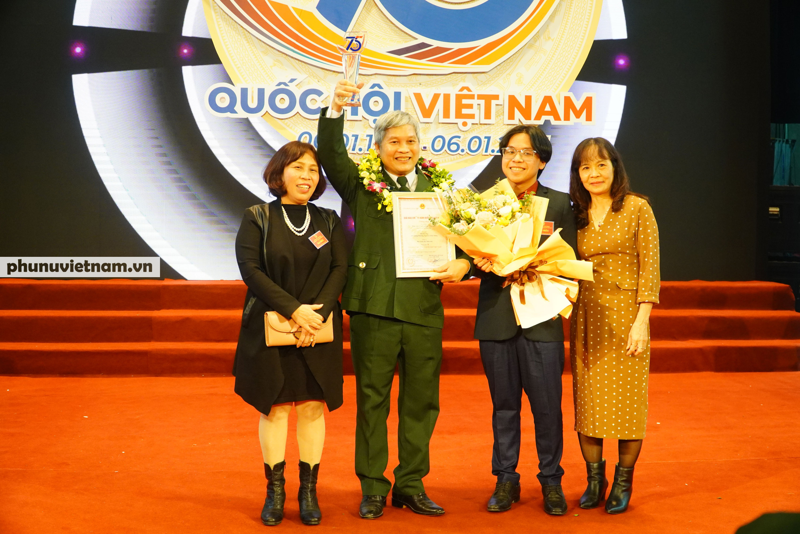 """Báo Phụ nữ Việt Nam đạt Giải C Giải Báo chí """"75 năm Quốc hội Việt Nam"""" - Ảnh 9."""