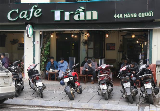 Từ 6h sáng 14/10, hàng quán ở Hà Nội được phục vụ tại chỗ, xe buýt chạy lại - Ảnh 1.