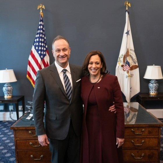 Tổng thống Biden đăng ảnh chúc mừng vợ ngày Valentine - Ảnh 2.