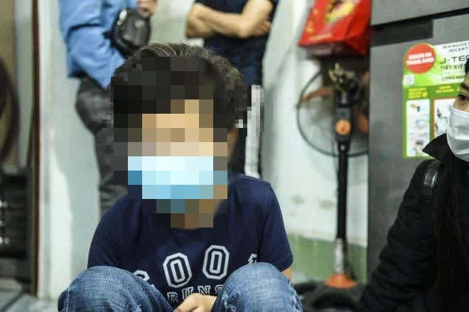 Vụ bé gái bị 12 tuổi bị người tình của mẹ hiếp dâm: Nạn nhân giảm 5kg sau sự việ - Ảnh 1.