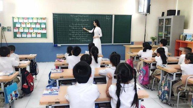 Từ tháng 3, quy định mới về cách xếp lương cho giáo viên chính thức có hiệu lực, các mức tính cụ thể như sau - Ảnh 2.