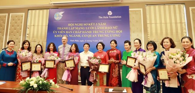Đồng hành, hỗ trợ để phụ nữ phát triển toàn diện, góp phần thực hiện khát vọng dân tộc - Ảnh 2.