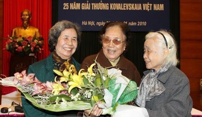 Chân dung 10 nữ khoa học đầu tiên nhận giải thưởng Kovalevskaia - Ảnh 1.