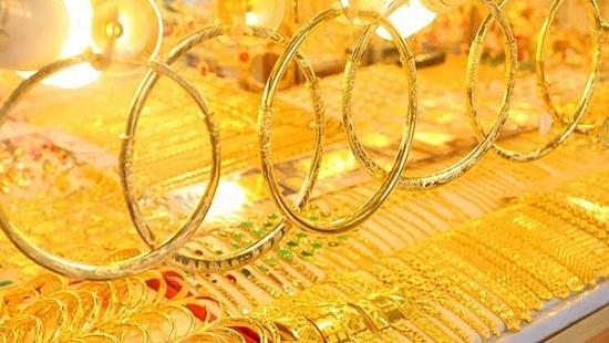 Vàng tăng giá trở lại bất chấp các quỹ xả hàng - Ảnh 1.