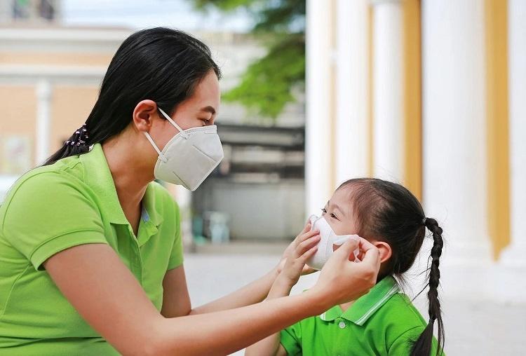 Thời tiết nồm ẩm: Chăm sóc và phòng bệnh cho trẻ bằng cách nào? - Ảnh 3.