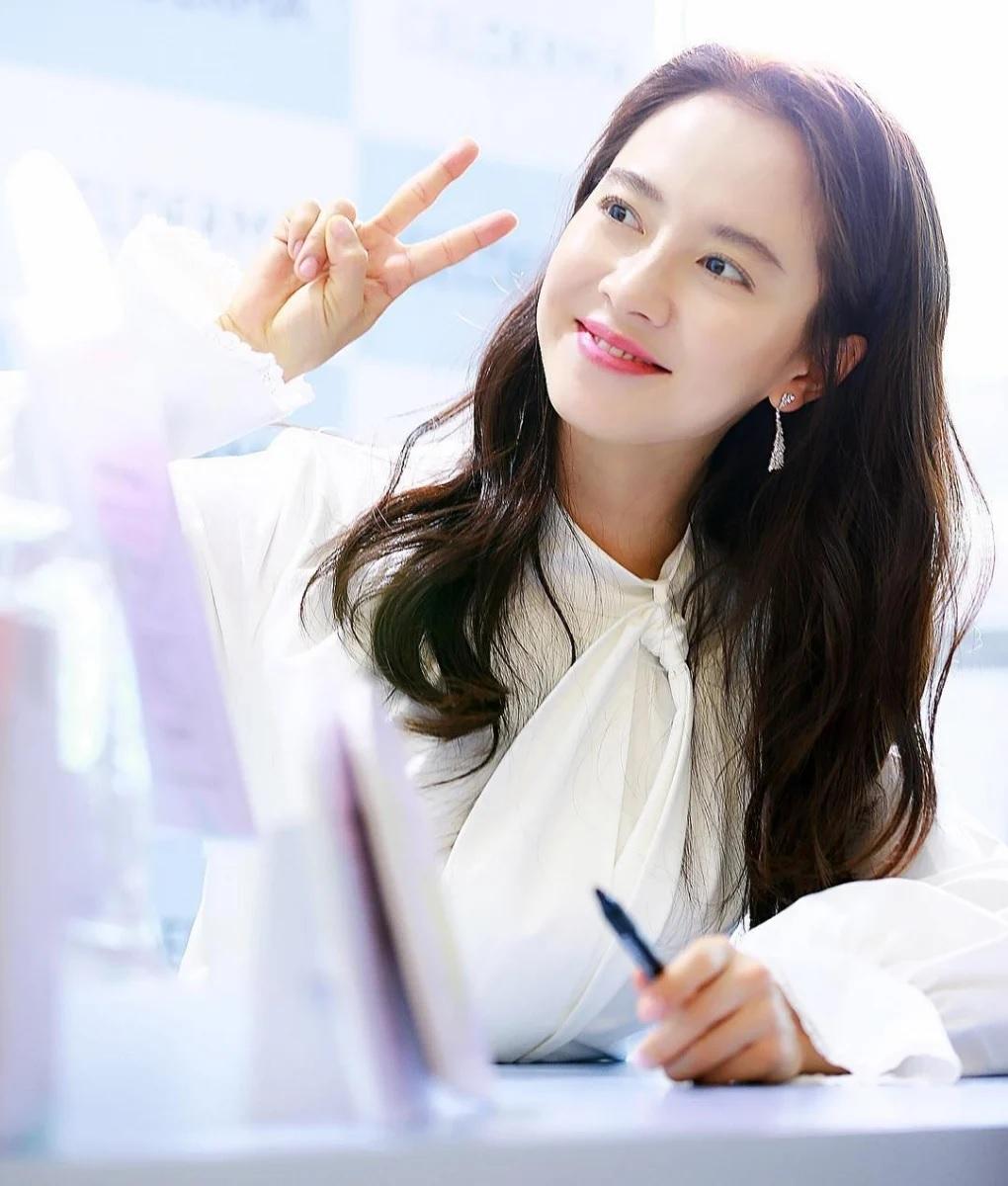 Đã 39 tuổi nhưng làn da của Song Ji Hyo vẫn láng mượt như thời 20 nhờ 5 bí kíp sau - Ảnh 5.
