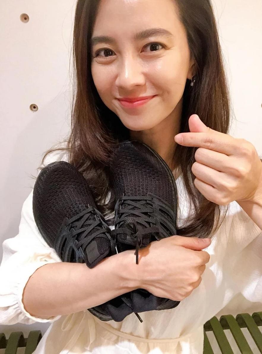 Đã 39 tuổi nhưng làn da của Song Ji Hyo vẫn láng mượt như thời 20 nhờ 5 bí kíp sau - Ảnh 10.
