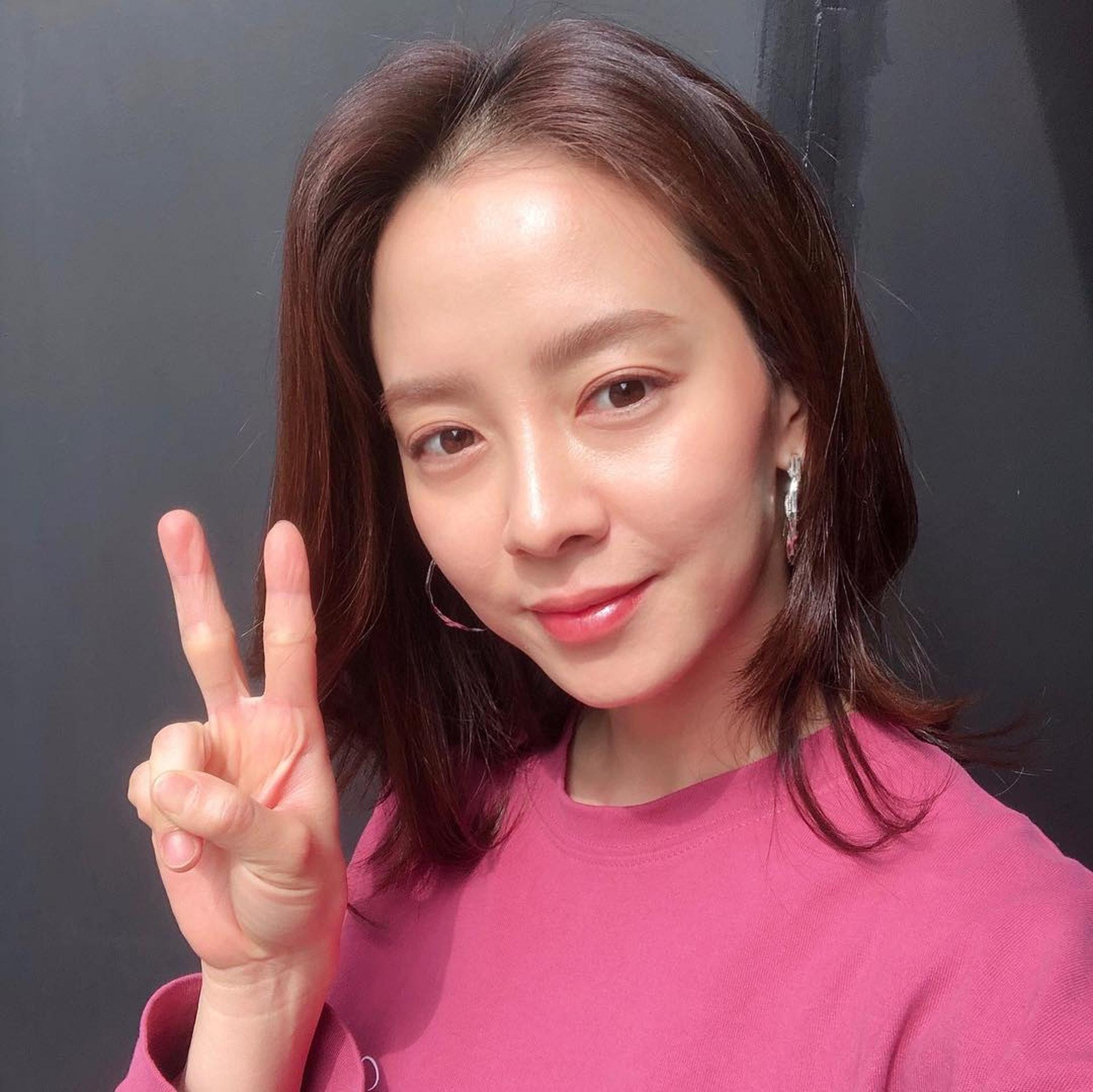 Đã 39 tuổi nhưng làn da của Song Ji Hyo vẫn láng mượt như thời 20 nhờ 5 bí kíp sau - Ảnh 4.