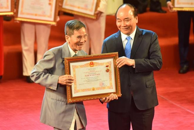 NSND Trần Hạnh đón danh hiệu NSND ở tuổi 90