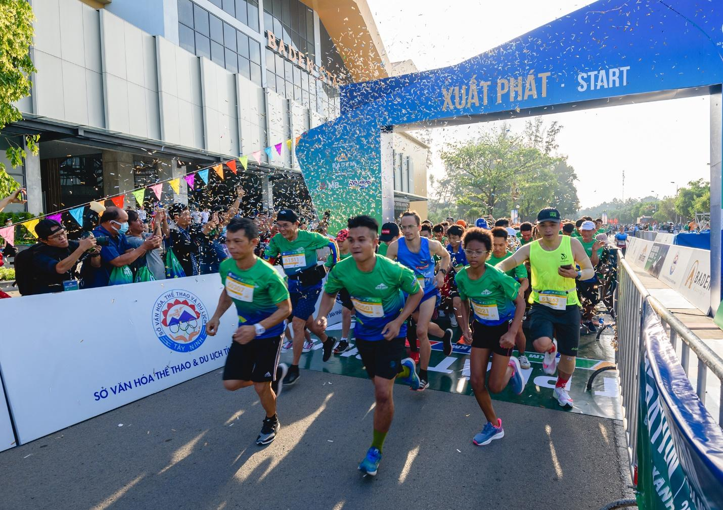 Ấn tượng với giải chạy marathon quy mô đầu tiên của Tây Ninh - Ảnh 3.