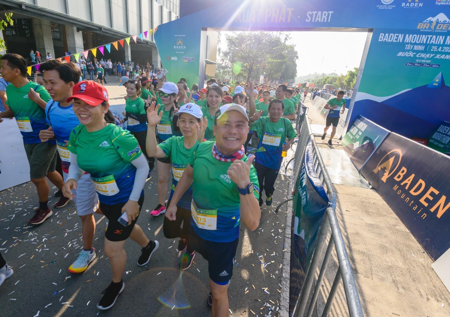 Ấn tượng với giải chạy marathon quy mô đầu tiên của Tây Ninh - Ảnh 8.