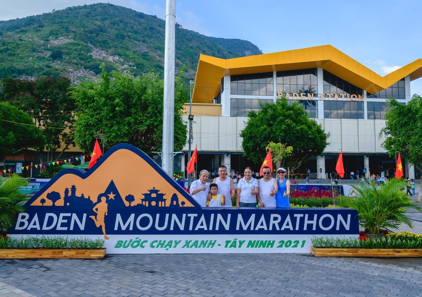 Ấn tượng với giải chạy marathon quy mô đầu tiên của Tây Ninh - Ảnh 9.