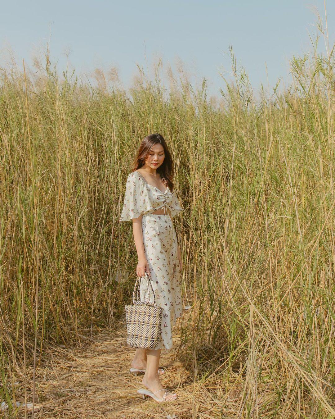 Thanh Hằng mới cập nhật một loạt outfit mùa Hè xinh ngây ngất, nàng 30  học theo thì đảm bảo trẻ trung mà vẫn thanh lịch - Ảnh 2.