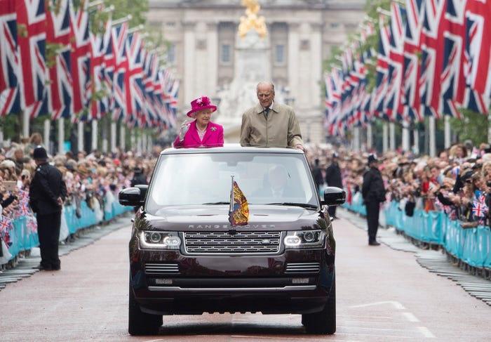 Những khoảnh khắc hạnh phúc trong 74 năm chung sống của Nữ hoàng Anh Elizabeth II và Hoàng thân Philip - Ảnh 10.