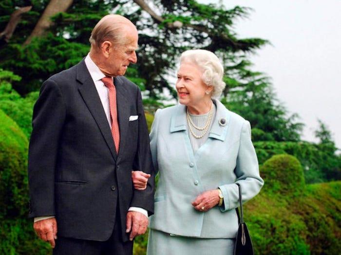 Những khoảnh khắc hạnh phúc trong 74 năm chung sống của Nữ hoàng Anh Elizabeth II và Hoàng thân Philip - Ảnh 8.