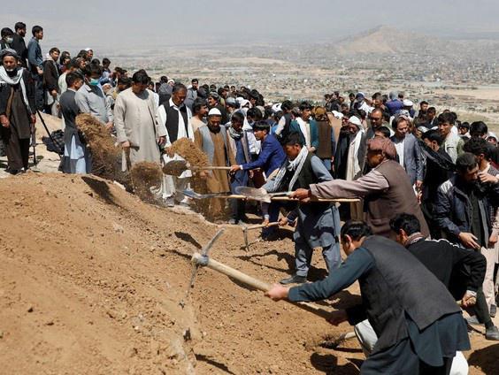 37 nữ sinh thiệt mạng trong vụ tấn công đẫm máu ở Afghanistan - Ảnh 3.