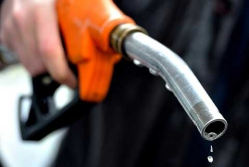 Giá xăng dầu tiếp tục tăng gần 500 đồng/lít - Ảnh 1.