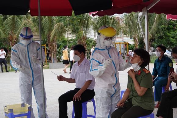Sáng tạo đẩy nhanh xét nghiệm Covid-19, Đà Nẵng được Thủ tướng tặng bằng khen - Ảnh 1.