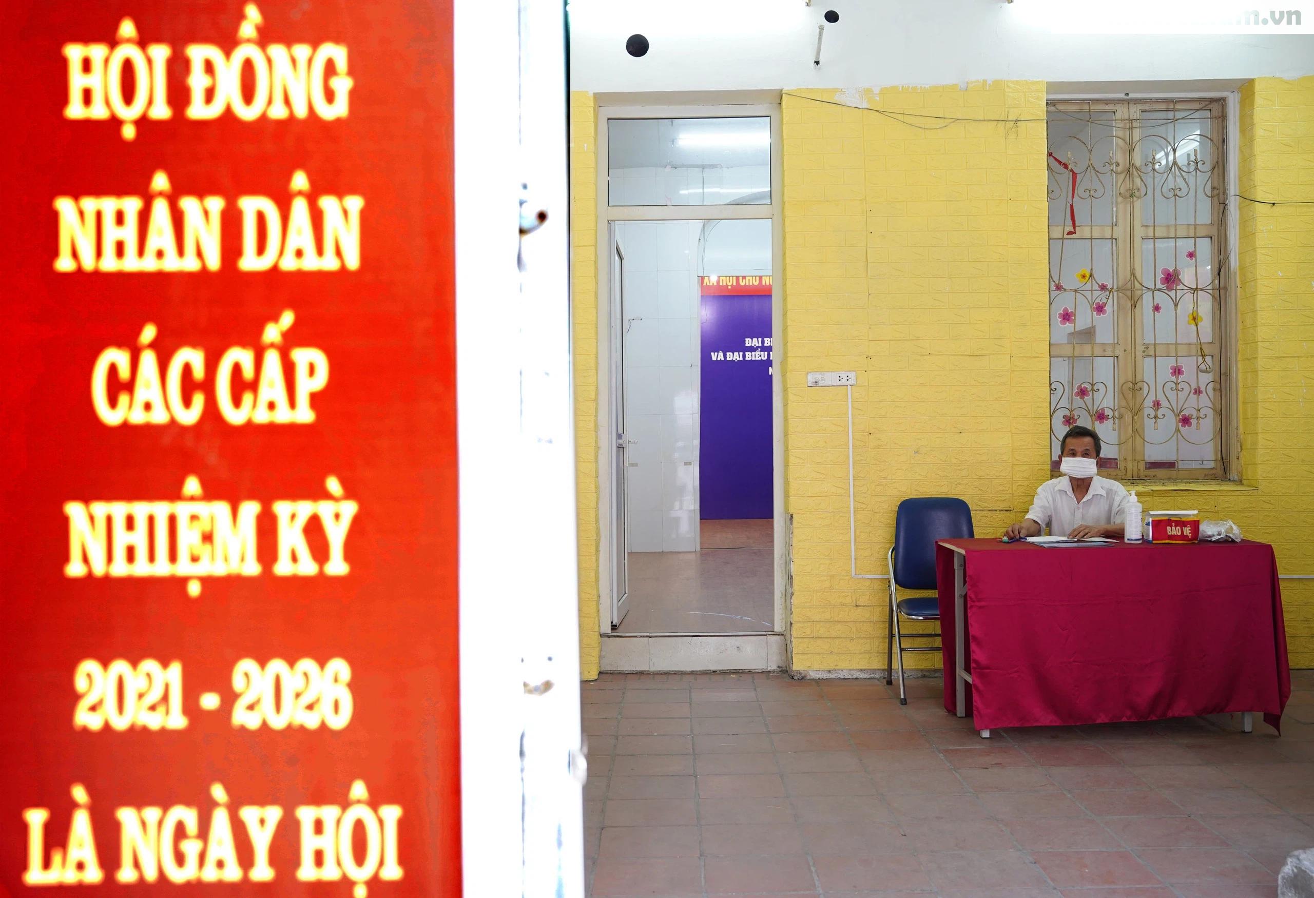 """Phố phường Hà Nội rực rỡ cờ phướn, tranh cổ động chào mừng """"Ngày hội của toàn dân"""" - Ảnh 2."""