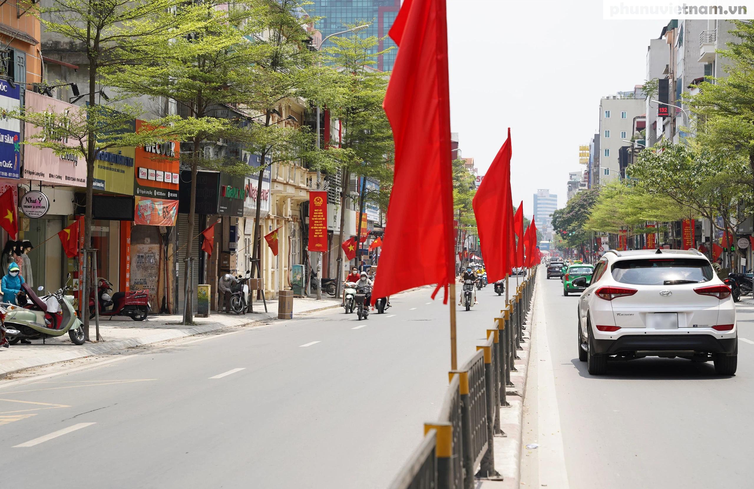 """Phố phường Hà Nội rực rỡ cờ phướn, tranh cổ động chào mừng """"Ngày hội của toàn dân"""" - Ảnh 13."""