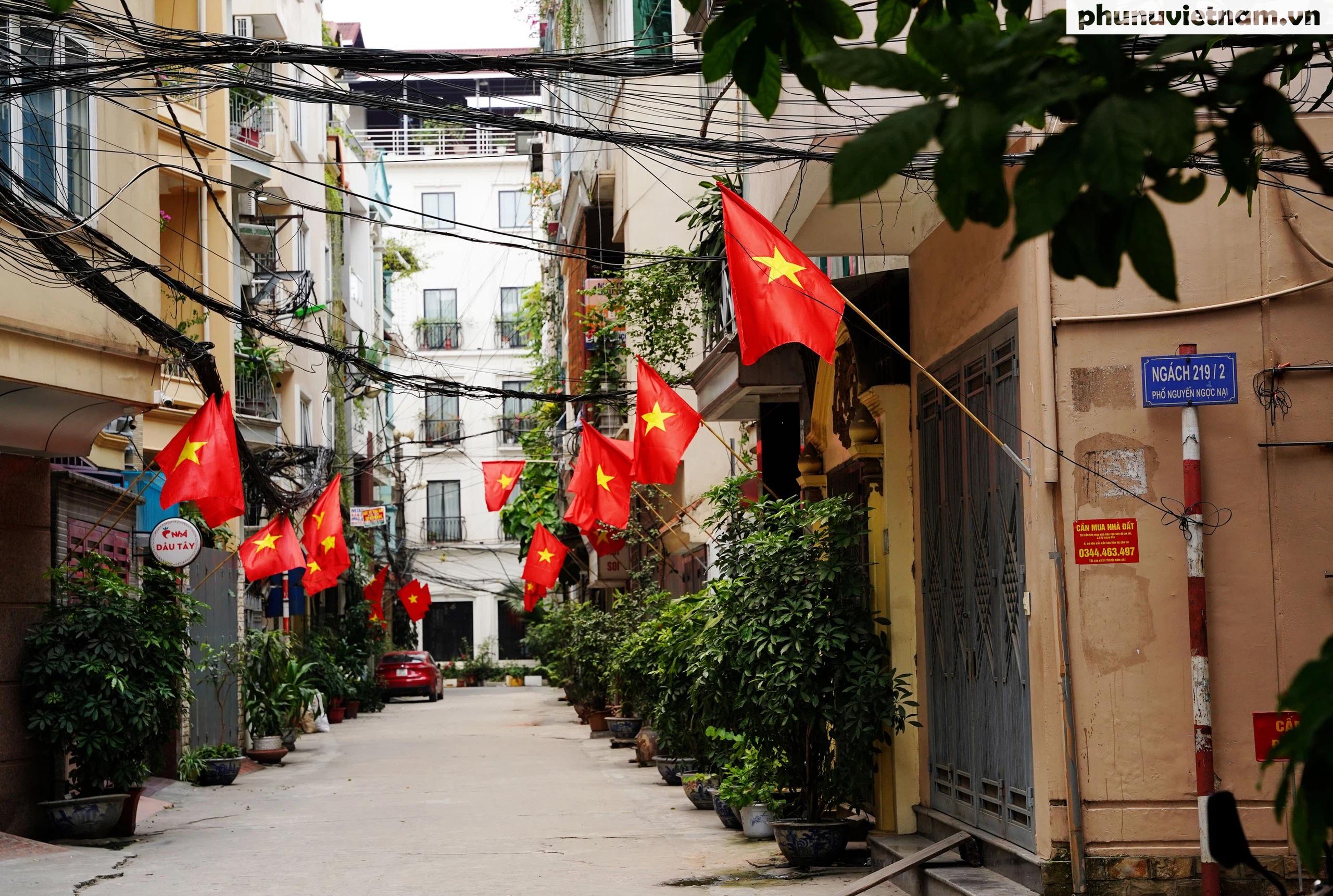 """Phố phường Hà Nội rực rỡ cờ phướn, tranh cổ động chào mừng """"Ngày hội của toàn dân"""" - Ảnh 17."""