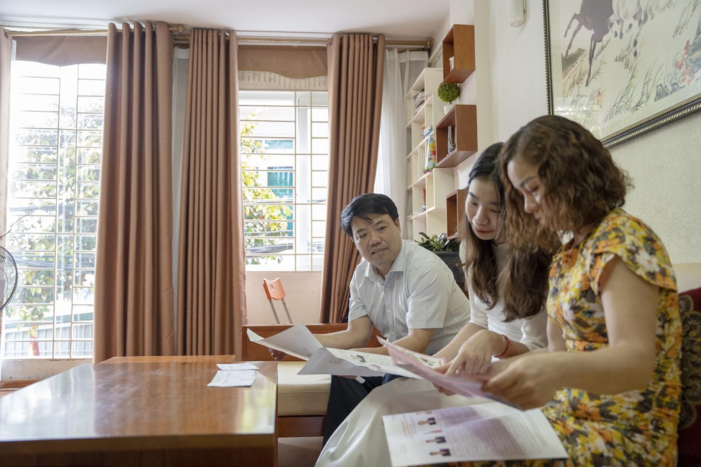 """Thiếu nữ Hà Thành 18 tuổi, lần đầu đi bầu cử: """"Cảm thấy tự hào, vì đã góp phần xây dựng bộ máy chính quyền nhà nước"""" - Ảnh 1."""