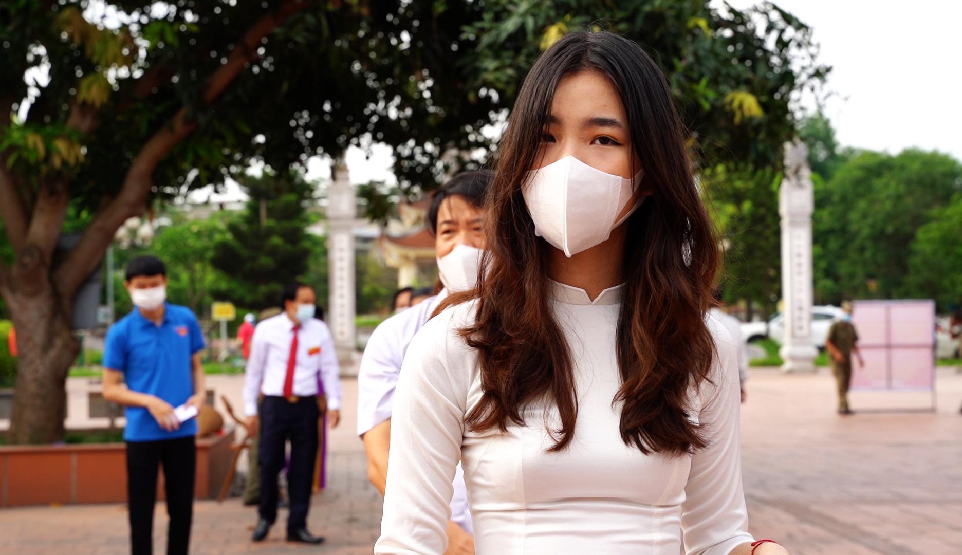 """Thiếu nữ Hà Thành 18 tuổi, lần đầu đi bầu cử: """"Cảm thấy tự hào, vì đã góp phần xây dựng bộ máy chính quyền nhà nước"""" - Ảnh 2."""