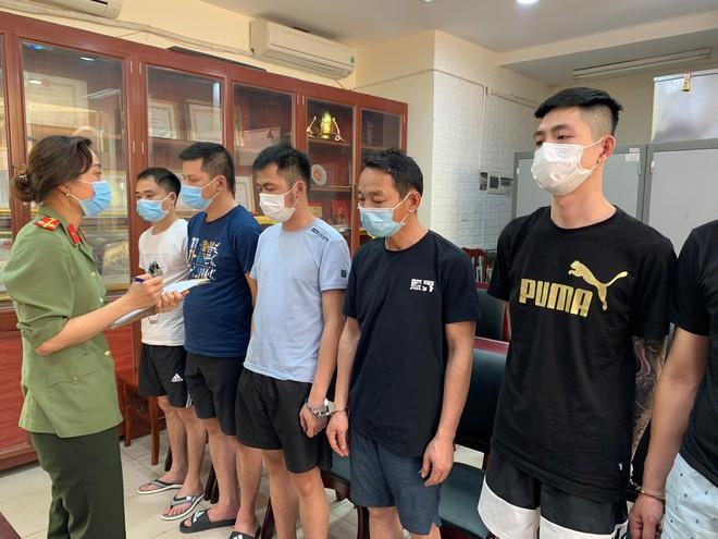 Tổ chức cho 17 người Trung Quốc nhập cảnh trái phép thuê nhà, 2 nữ sinh ở Phú Thọ bị khởi tố, bắt tạm giam - Ảnh 1.