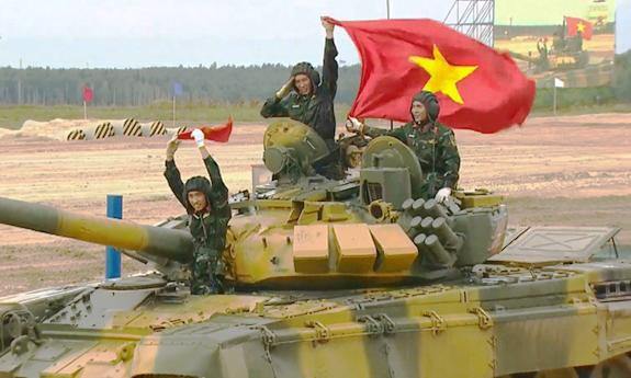 nữ quân nhân - Army Games