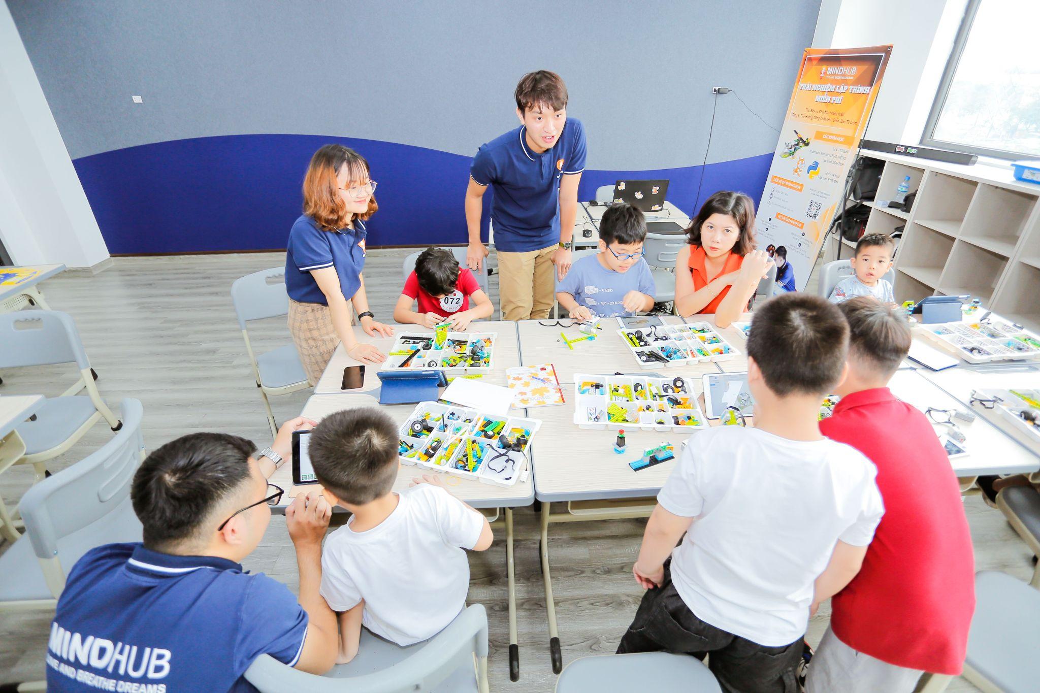 Từ Robot trợ lý đến mục tiêu phát triển tư duy lập trình của thế hệ học sinh Sunshine Maple Bear - Ảnh 2.