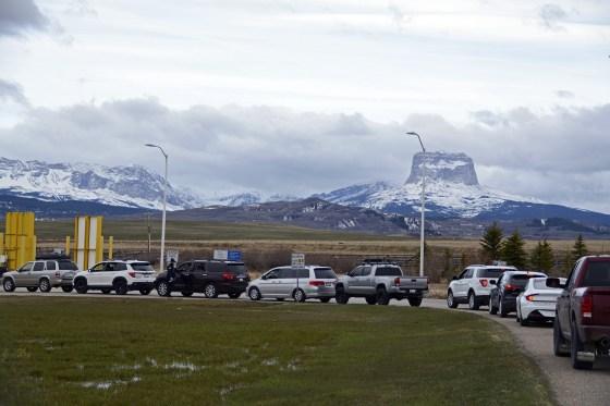 Hoa Kỳ: 98% dân số của bộ tộc Blackfeet đã được tiêm vaccine ngừa Covid-19 - Ảnh 3.